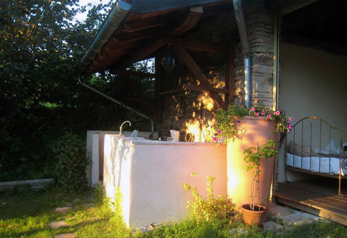 summer kitchen, bed and breakfast at Puycelsi, Tarn
