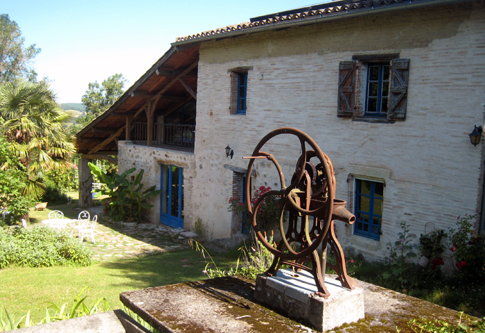 old restored farm in Tarn, guest bedrooms in Puycelsi