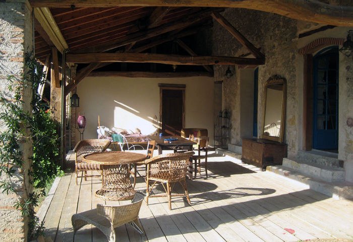 uwelcoming terrace to relax, Tarn near Gaillac